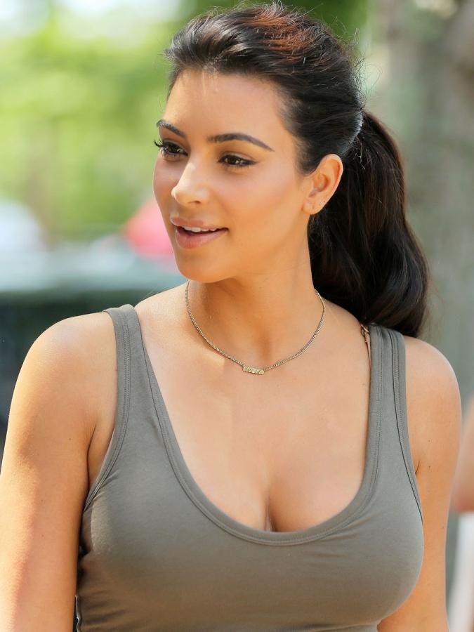 kim-kardashian-big-breastuses-8